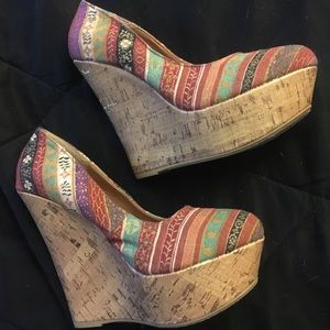 Adorable wedges! Size 6